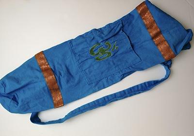 sac de tapis de yoga OM bleu signe vert